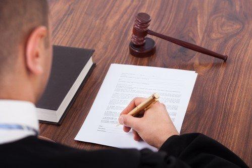 עורך דין פלילי כותב מסמך הגנה