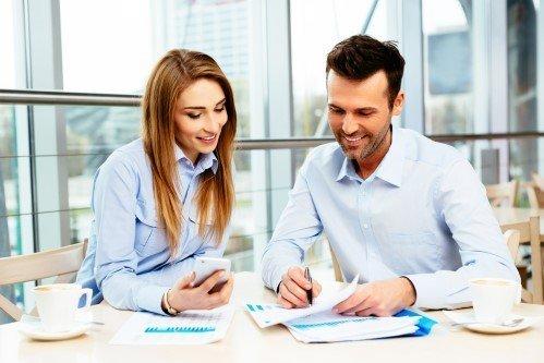 """עורך דין מסחרי מסביר לבעלת עסק את האפשרות של פתיחת חברה בע""""מ"""
